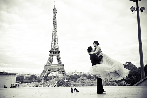 pre wedding photoshoot in Paris