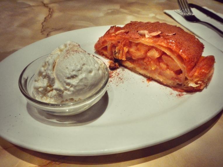 Caffe e Torta Hot Apple Strudel