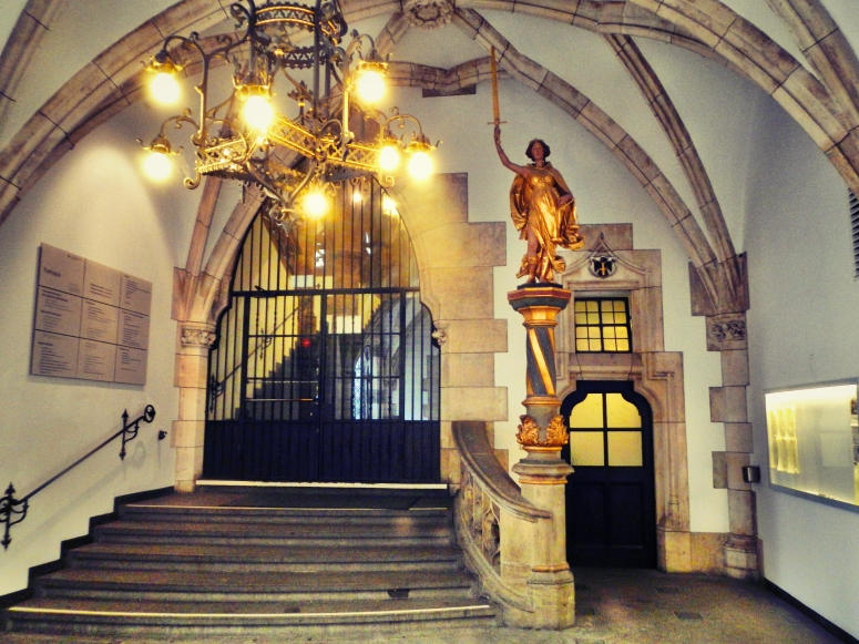 Inside Rathaus Glockenspiel 14