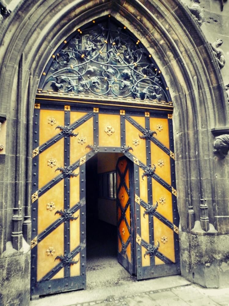 Inside Rathaus Glockenspiel 2