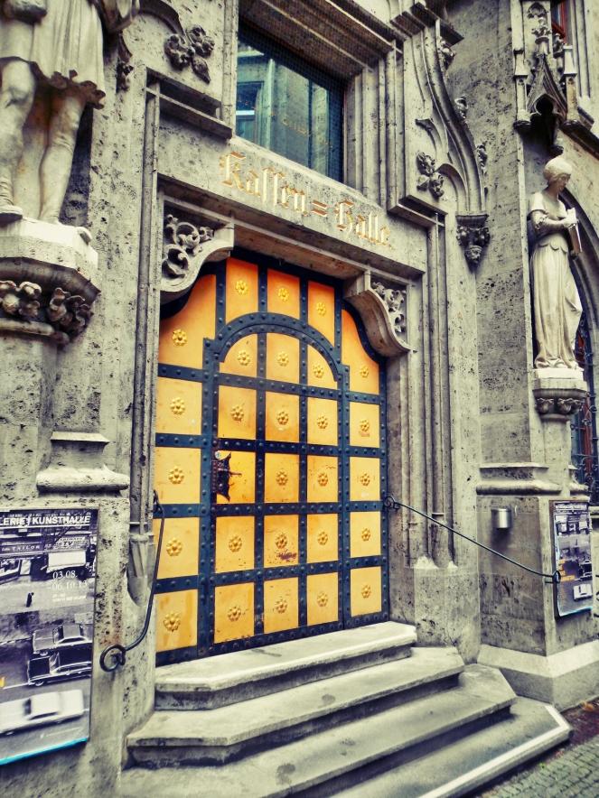 Inside Rathaus Glockenspiel 8