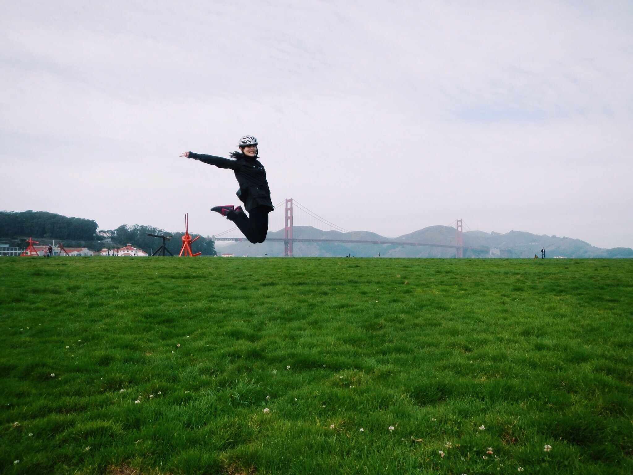 Viktoria Jean victory jump at Golden gate Bridge