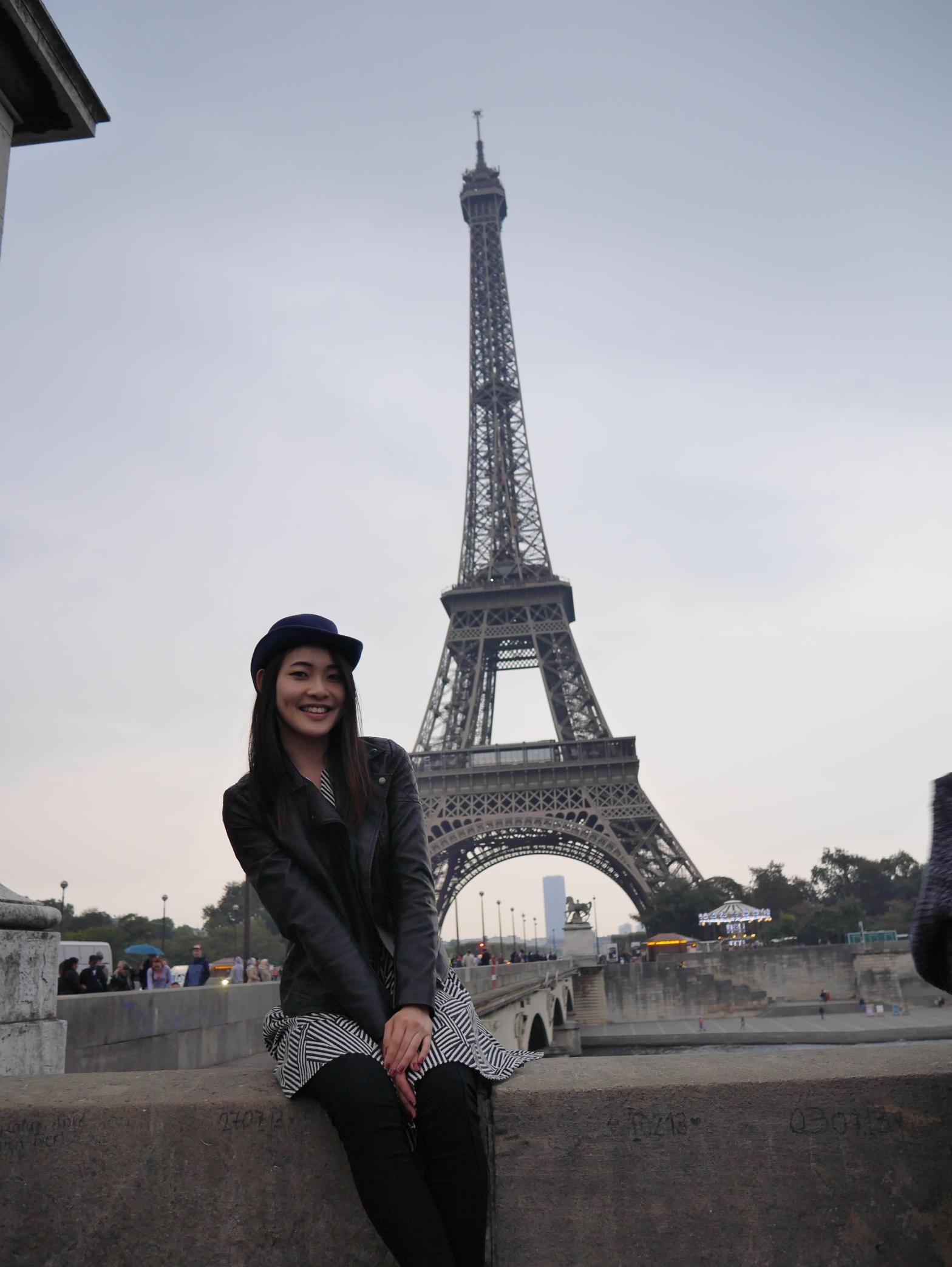 Viktoria Jean in Paris - Eiffel