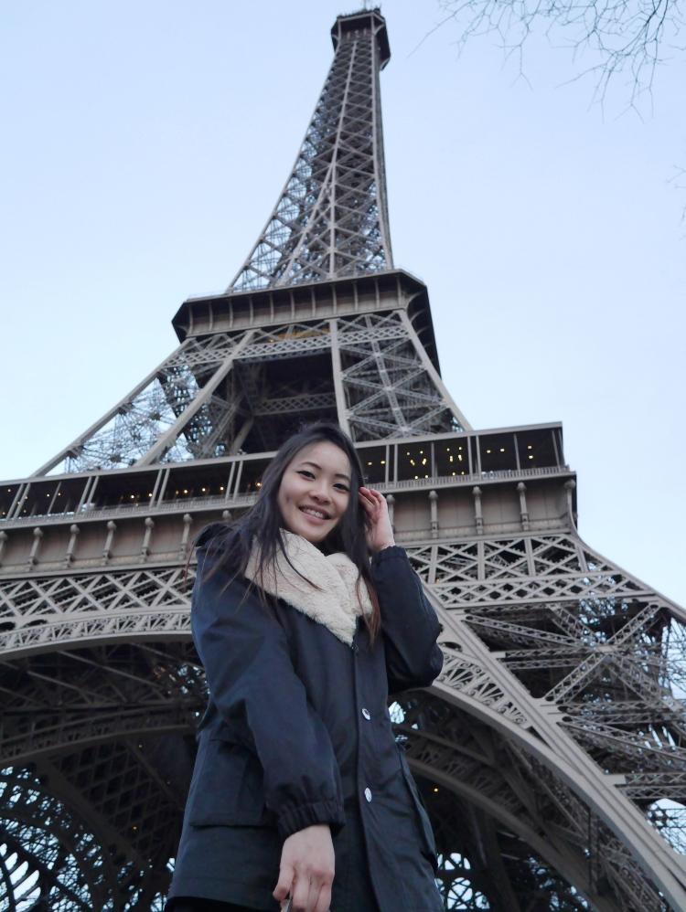 EIFFEL TOWER PARIS TRAVEL BLOG sia